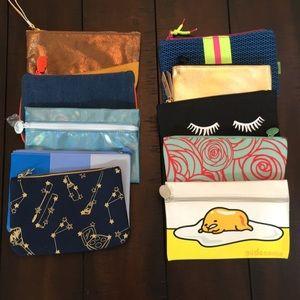 Set of 10 small makeup bags